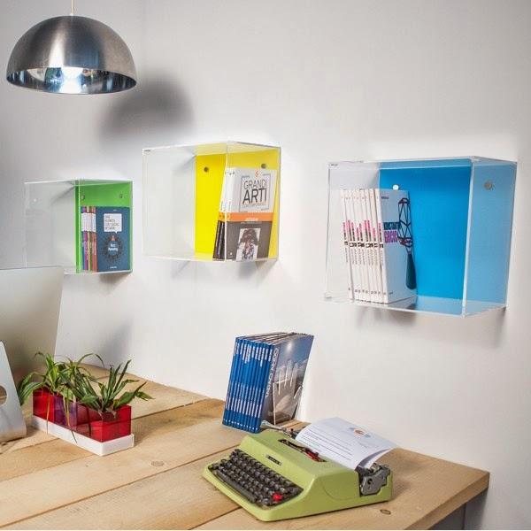 pareti attrezzate con cubi in plexiglass