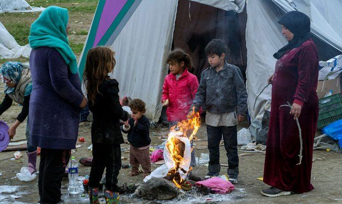 Παιδιά παρανομων μεταναστών μπαίνουν στα ελληνικά σχολεία με απόφαση του υπουργείου Παιδείας