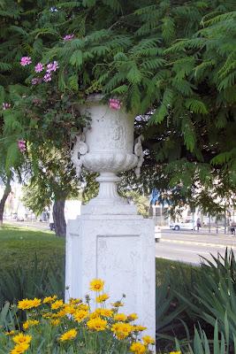 Urbatorivm a prop sito de unos jarrones sustra dos desde for Jarrones persas