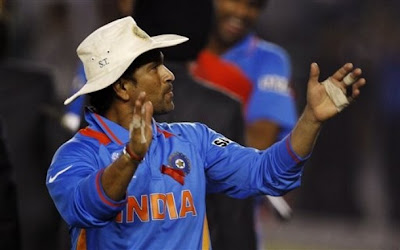 Sachin encouraging Indian Bowler
