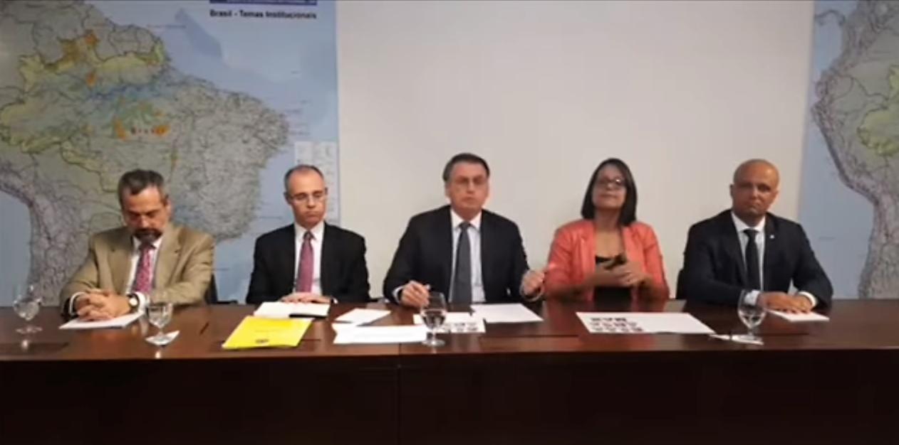 2 de maio, 19h00: LIVE com o presidente Bolsonaro