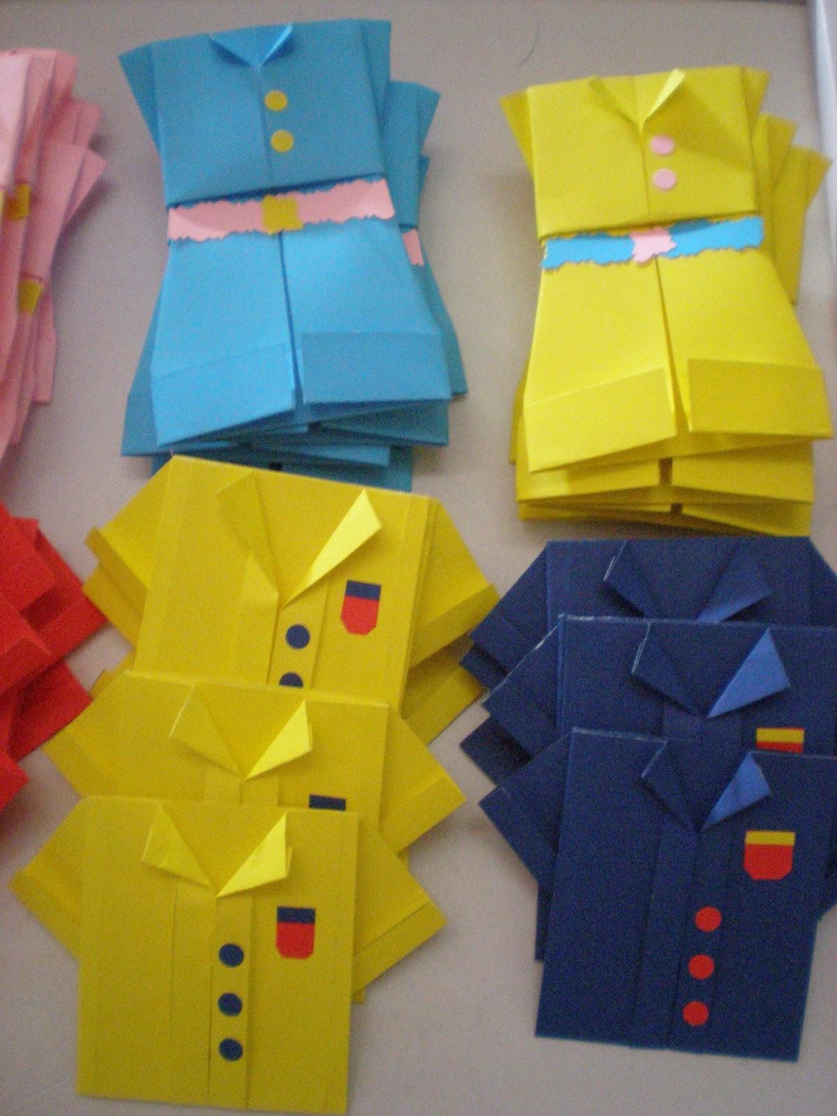 Alizia de papel origami cumpleaos de mellizos como son un varn y una nena prepar invitaciones combinadas en total son 30 las divid en 15 vestidos y 15 remeras thecheapjerseys Gallery