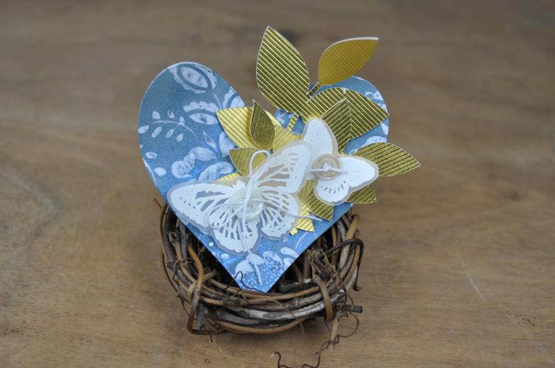 http://1.bp.blogspot.com/--fNSLWSDULQ/VSAUf5nfmdI/AAAAAAAAUd0/URZR_69hdWY/s1600/Vellum-Stamped-Butterfly-Cloche-Step-5.jpg