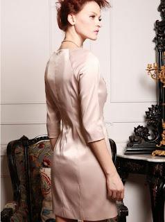 Vestido corto con mangas tres cuartos y líneas horizontales