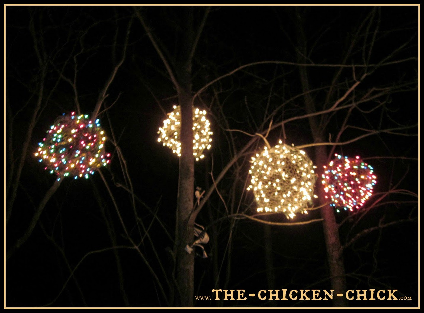 The Chicken Chick Chicken Wire Lighted Christmas Balls Tis