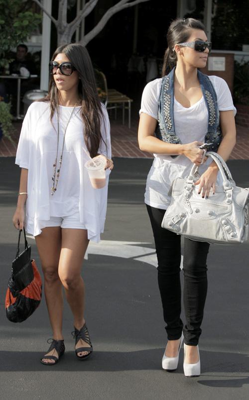 Kourtney Kardashian Street Style Kourtney Kardashian Street Style 2
