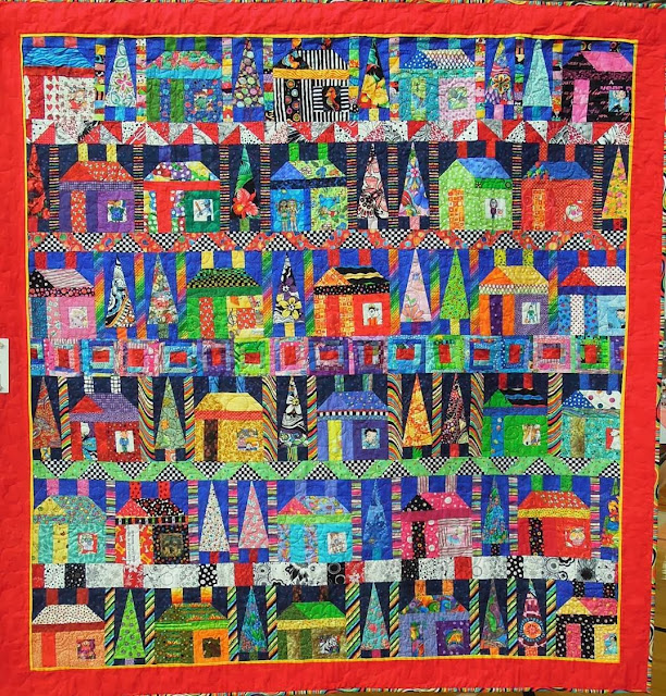 Trying to find a pattern Freddy%27s+House+by+Debbie+Pryor,+2013+DVQG,+photo+by+Quilt+Inspiration
