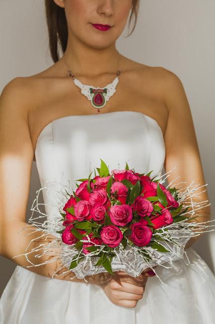 Folkowy naszyjnik ślubny sutasz z rubinami.