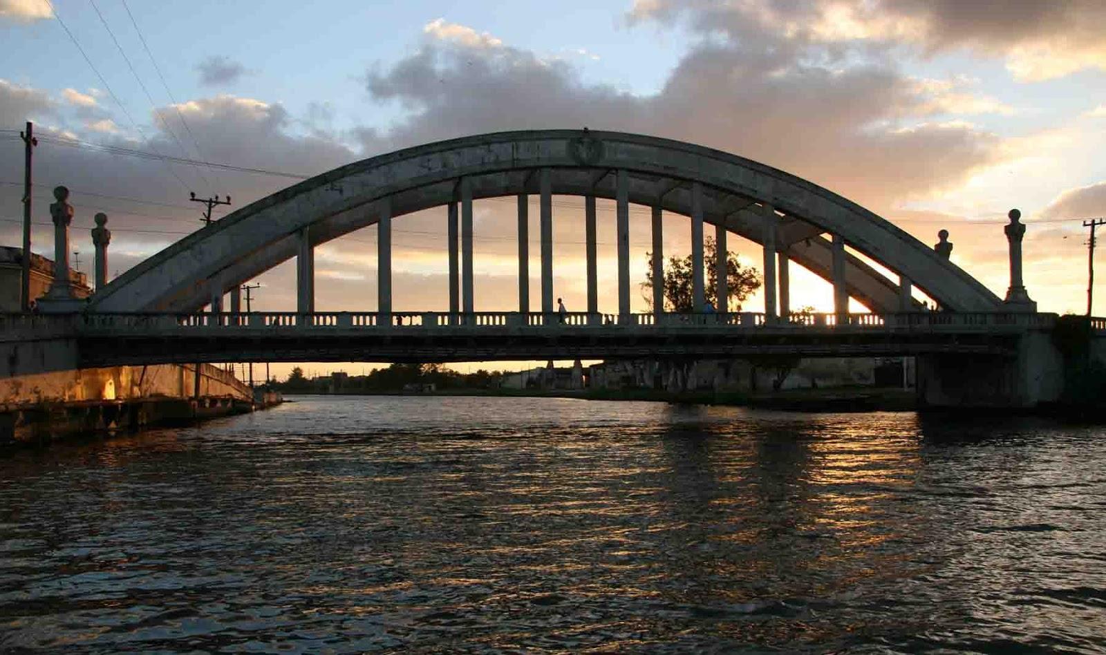 De codos en el puente II