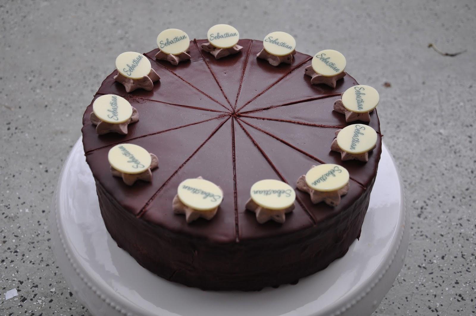 Sacher torte schon verzieren