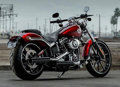 Harley-Davidson Softail Breakout (2013) Rear Side