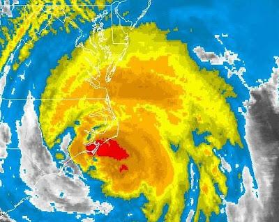 IRENE als Hurrikan der Kategorie 1 unmittelbar vor Landfall bei Cape Lookout, North Carolina, 2011, aktuell, Atlantik, August, Hurrikansaison 2011, Irene, Kanada, North Carolina, Sturmwarnung, Hurrikanwarnung, US-Ostküste Eastcoast, USA, Verlauf,