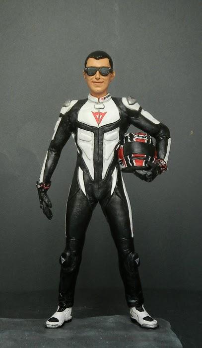 statuetta personalizzata motociclista casco tuta moto idee ragalo orme magiche