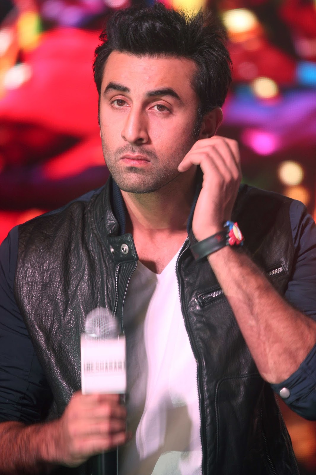 http://1.bp.blogspot.com/--hxPI0nZ4dI/UinBwYzuuSI/AAAAAAABiSc/u7iVWfwcStk/s1600/Ranbir+Kapoor+at+the+launch+of+song+%2527Aare+Aare%2527+from+movie+%2527Besharam%2527+%25288%2529.JPG
