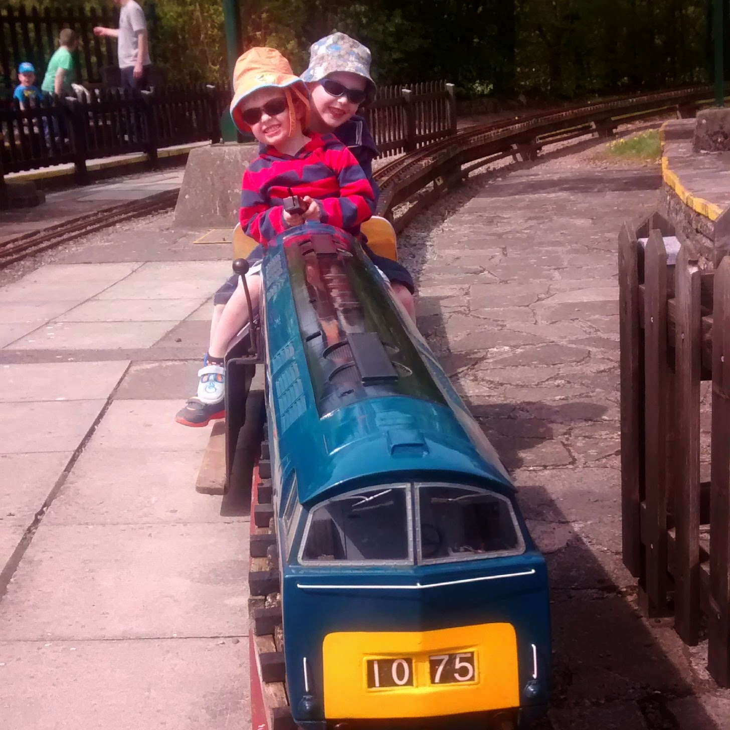 http://lebabybakery.blogspot.co.uk/2013/09/ashton-court-minature-railway.html