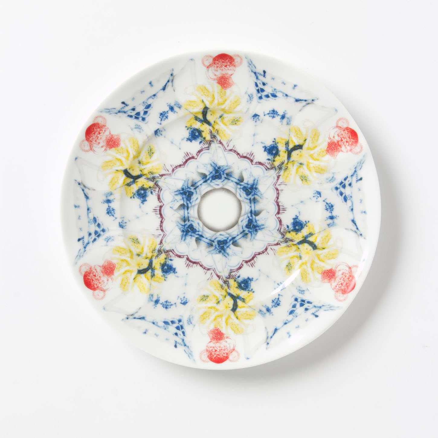 Wall Flowers: Decorative Plates in the Dining Room - Swoon Worthy