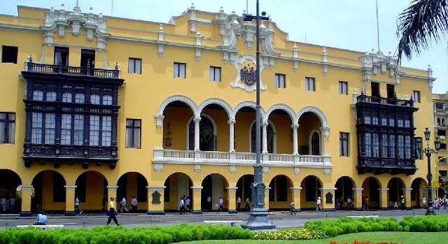 Municipalidad de Lima de día