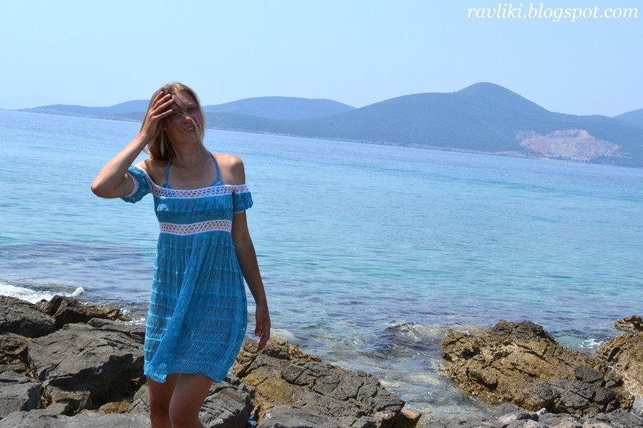 Пляжное платье на вилке.  Только у Натальи обвязка иначе, в моем случае - это соломоновы петли.
