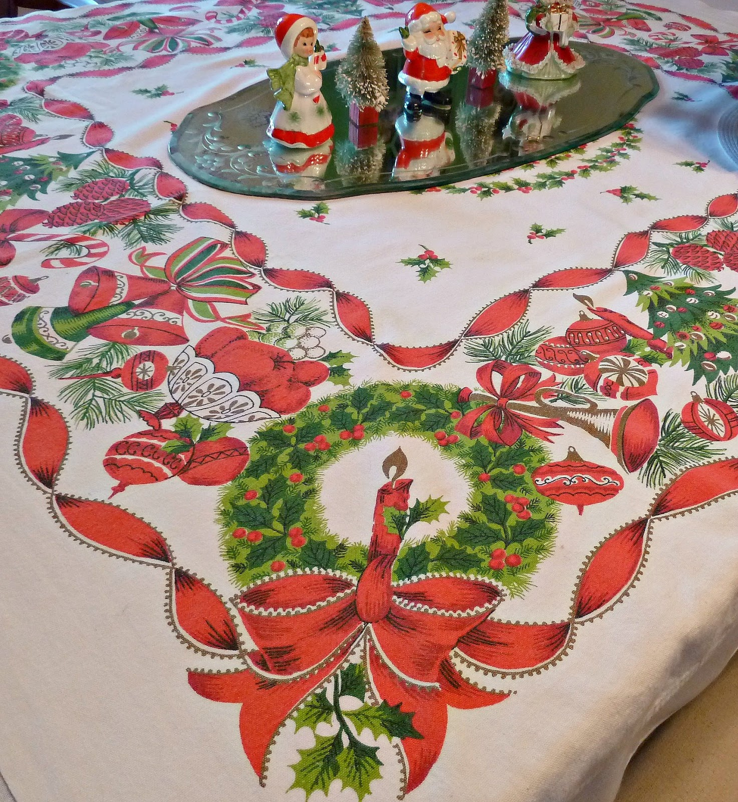 ... +vintage+christmas+tablecloth+decorations+girl+angel+figurines.jpg
