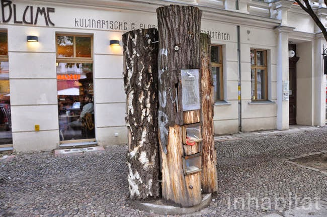 There are a wide variety of books exchanged in the kiosk, in both German and English, with genres ranging from children's lit to contemporary fiction. - A Neighborhood In Germany Has An Awesome Book Exchange Inside Of Trees