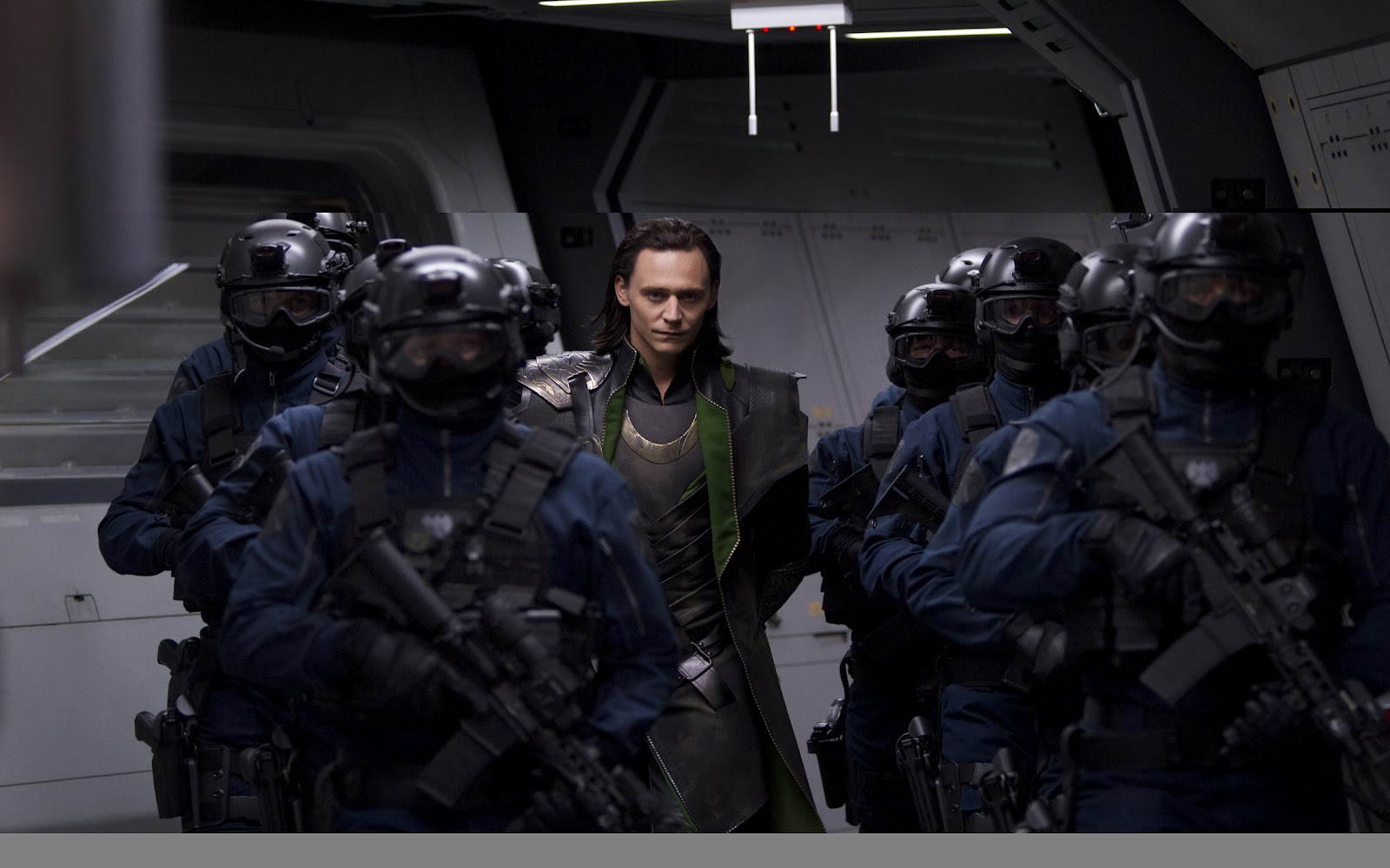 http://1.bp.blogspot.com/--icC3SKUh1Q/T7YkInh6CbI/AAAAAAAAG4s/6ujhuAh0mZo/s1600/The+Avengers+2012+HD+Wallpapers+2560x1600.jpg