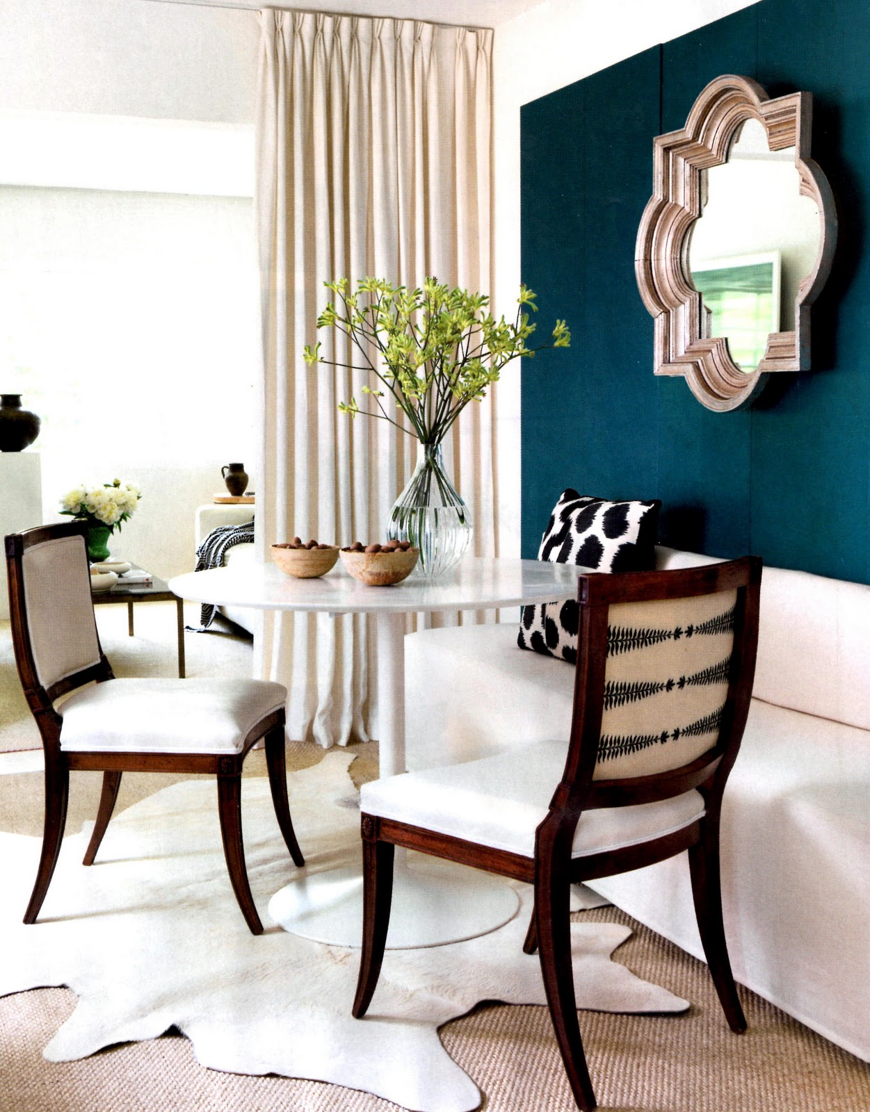 In love with banquette dining enjoywithluh for Dining room banquette