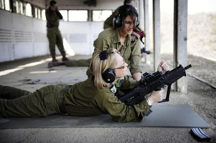 Female soldiers of the Israel Defense ...