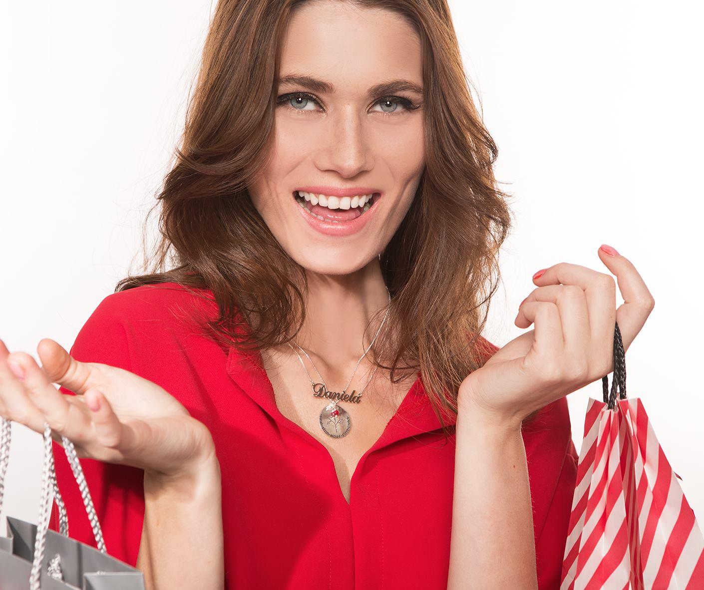 MyNameNecklace Christmas Model