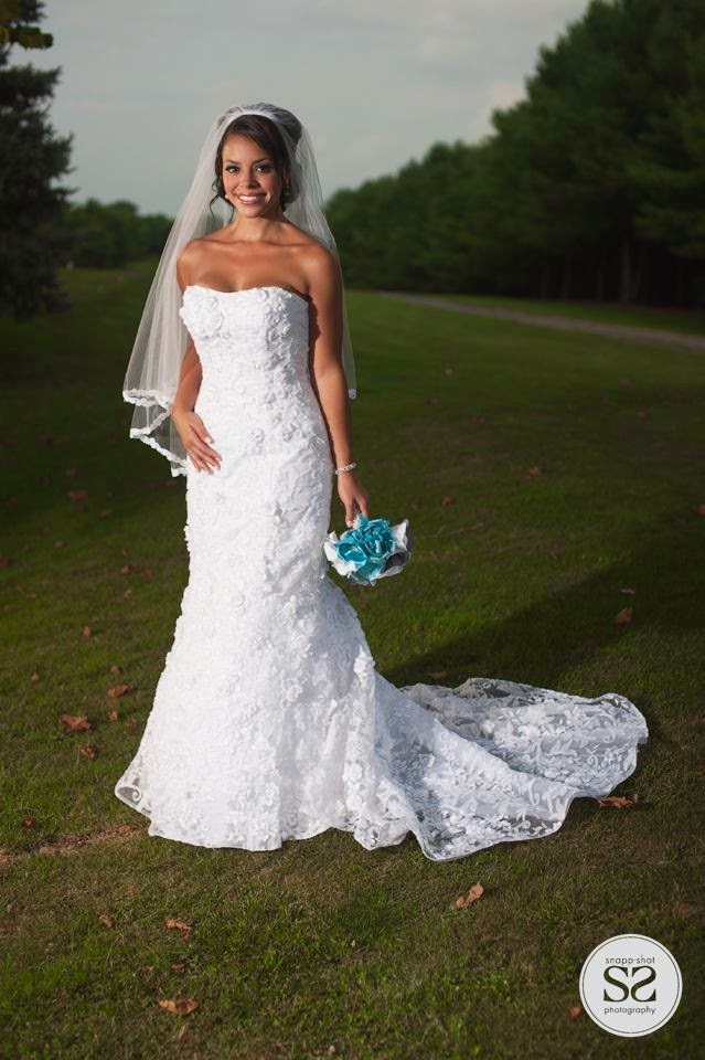 Brooch bouquet in blue and white