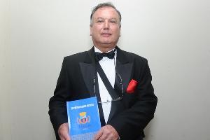 Eu,ODENIR FERRO, promovendo o livro XIV PRÊMIO CULTURA NACIONAL, da ORDEM DA CONFRARIA DOS POETAS!