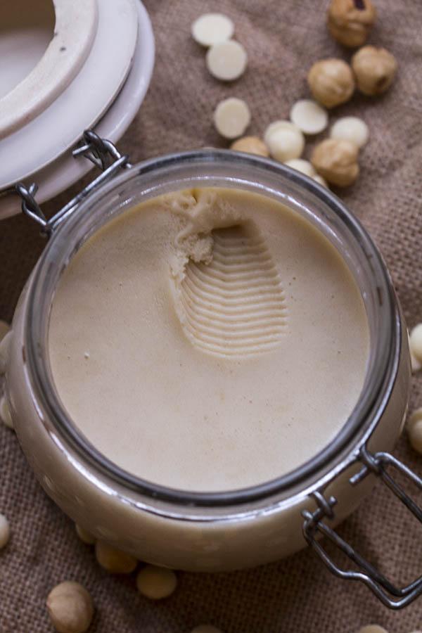 Leche, cacao blanco, avellanas y azúcar,... Crema de cacao blanco para untar.