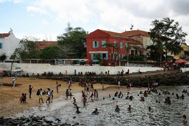 Pequeña playa de Gorée, muy cerca del muelle.