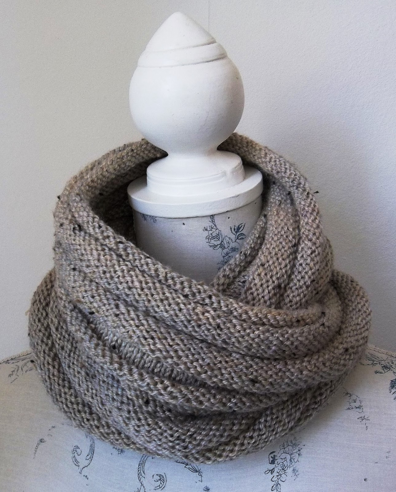 Simple Knit Cowl Pattern : HAND KNITTING PATTERNS. ARAN. COWLS, HATS, SCARVES AND NECK WARMERS