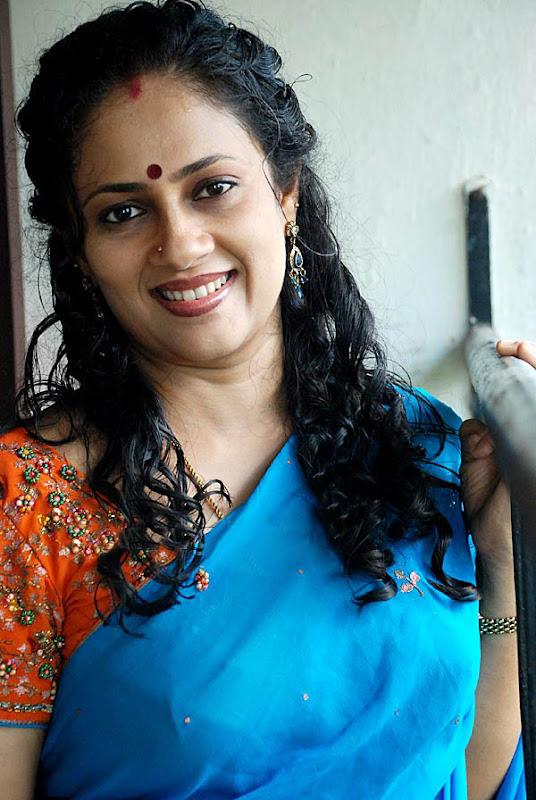 Lakshmi Ramakrishnan South Old Mallu Aunty Latest PicsPhotos sexy stills