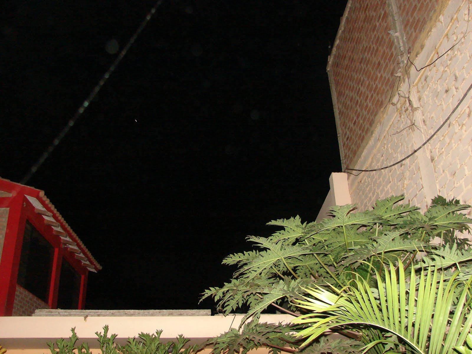 6-mayo-7-8-9...2011 avistamientos Ovni lanzando LASERS sec...