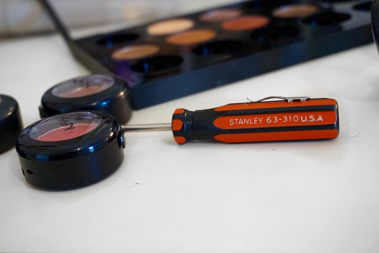 How to Depot Eyeshadow with a Screwdriver