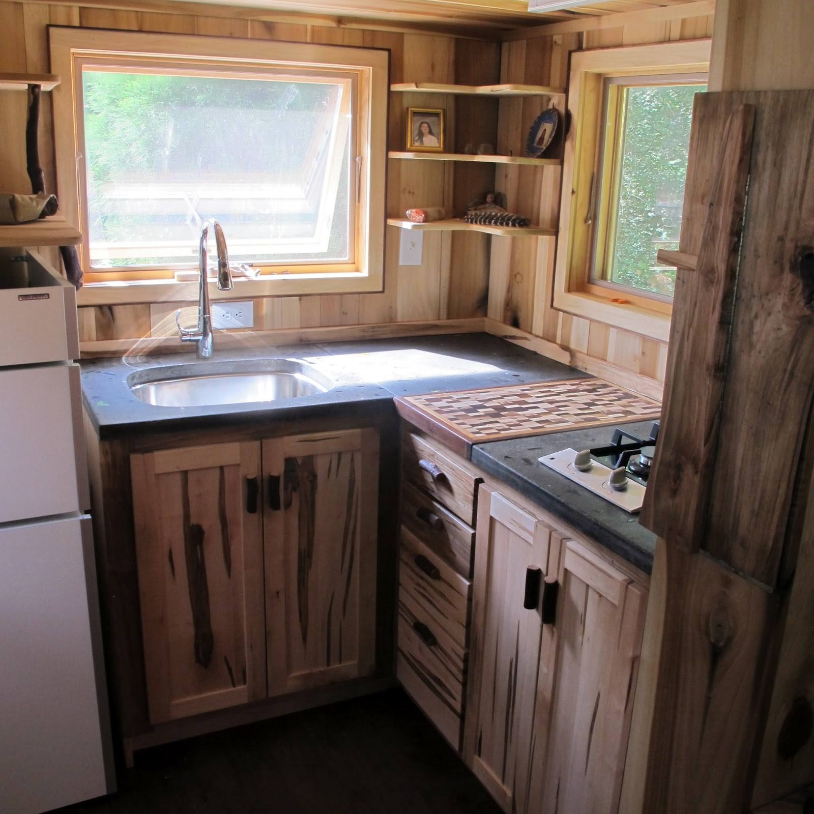 Owl creek happenings tumbleweed traveling for Kitchen cabinet design for small house
