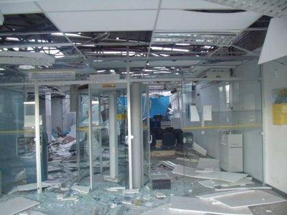 Interior da agência ficou completamente destruído (Foto: Portal Criativa On Line)