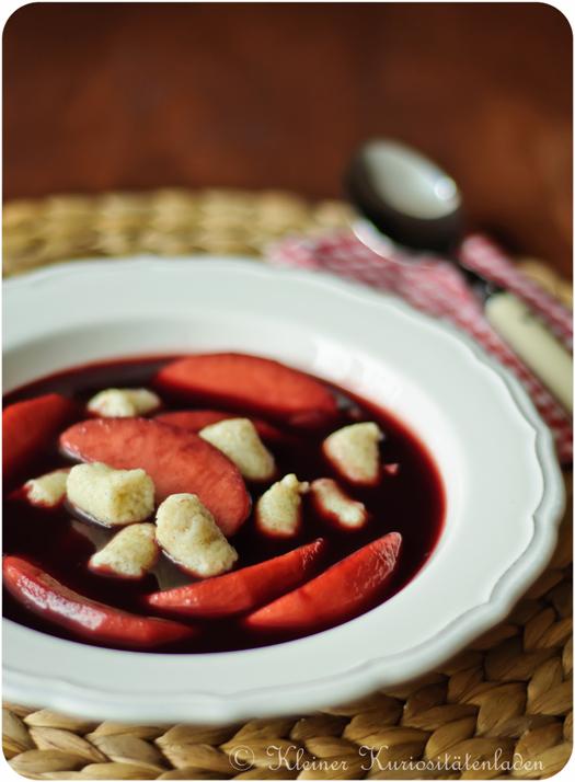 Fliederbeersuppe mit Grießklößchen