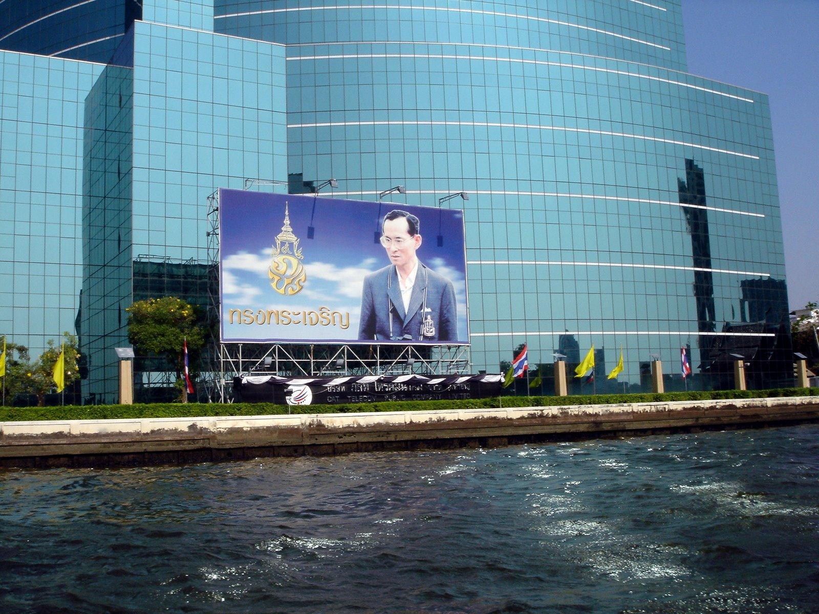 http://1.bp.blogspot.com/--lC3Bjt7p1U/TqfBCzKqweI/AAAAAAAADV0/bl6xDldHskQ/s1600/Bangkok_Singapore+%25282%2529.jpg