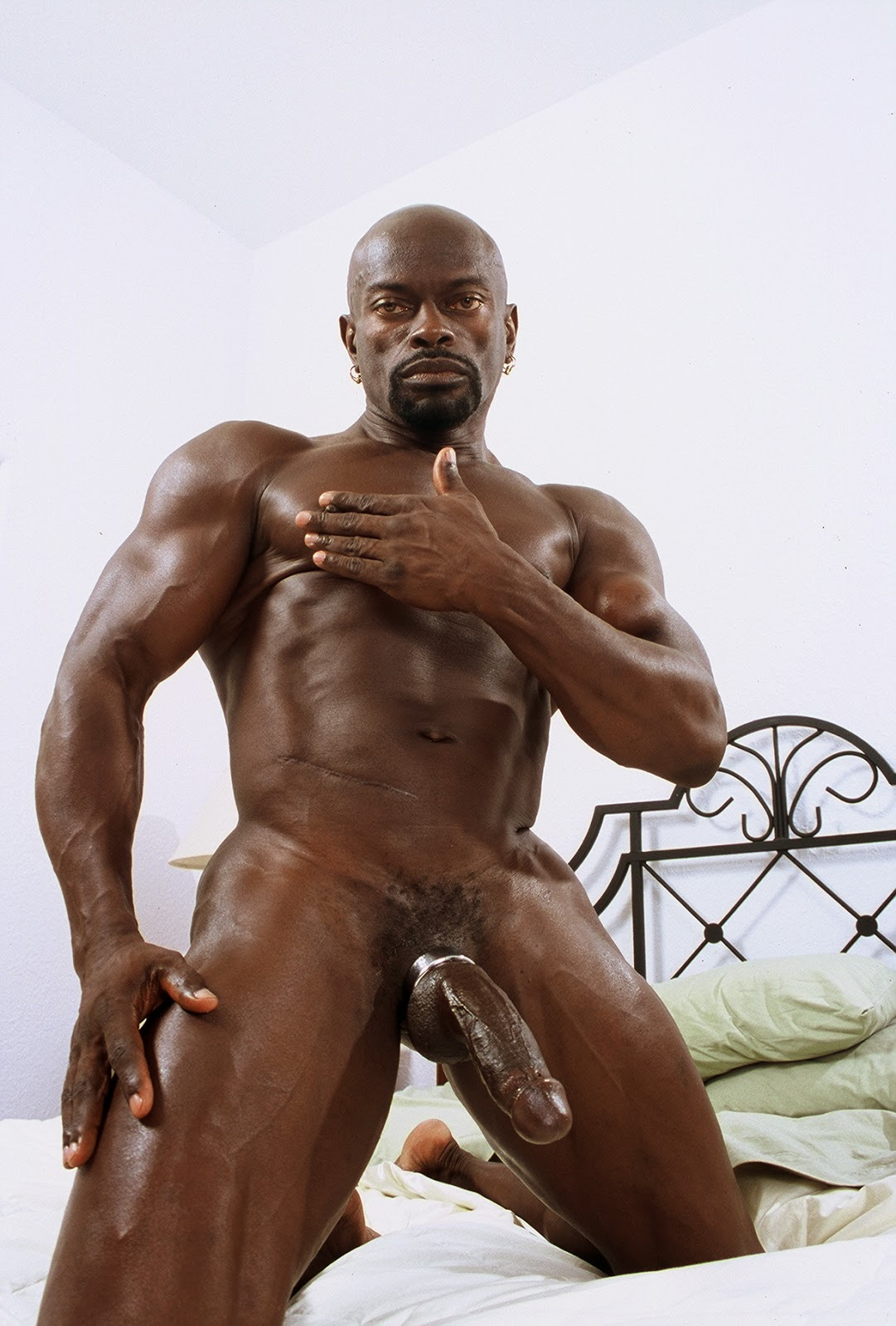 nude gay bodybuilder