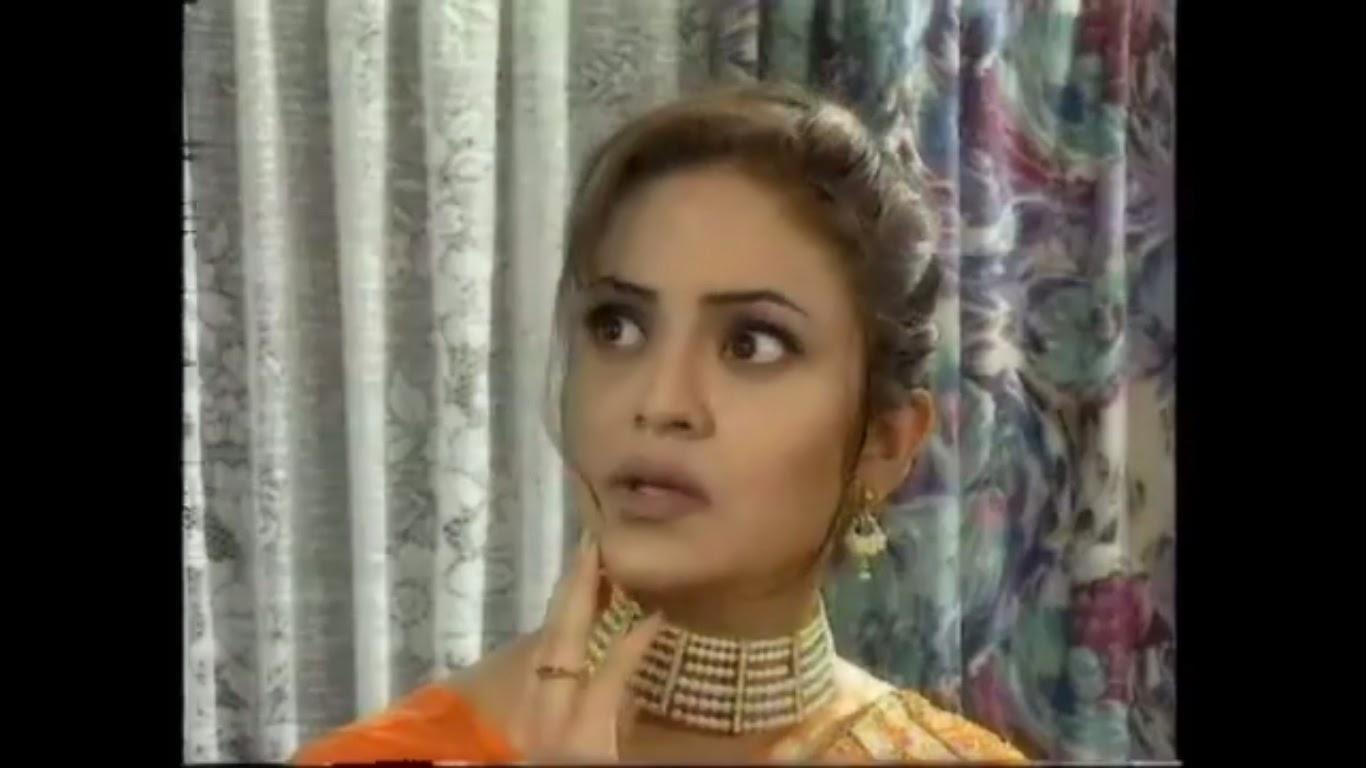 Watch Nadia Khan video