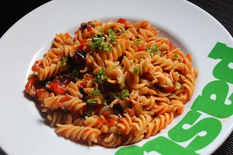 YUMMY TUMMY: Eggplant Pasta Recipe / Eggplant and Tomato Pasta Recipe
