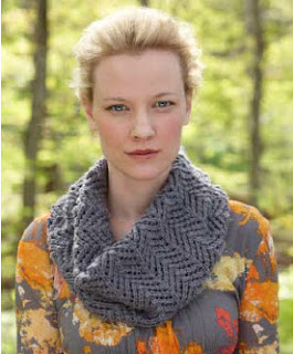Knitting Pattern Cashmere Cowl : knitqwik: Lace Cowl in Merino Cashmere