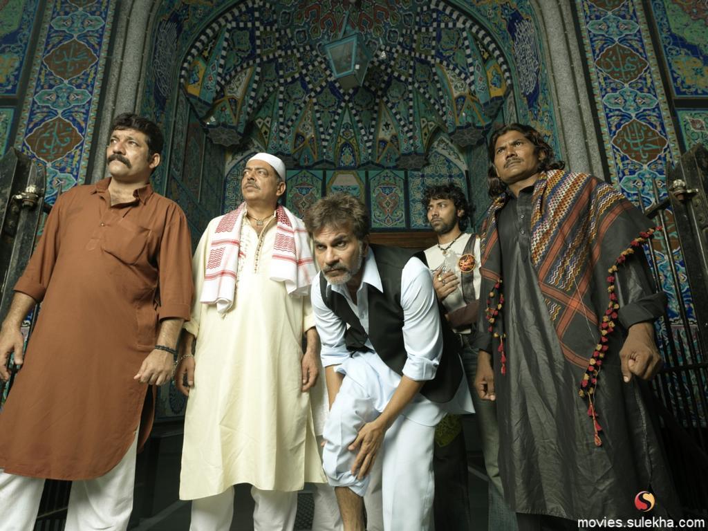 http://1.bp.blogspot.com/--mHIfYR-dzM/TftVcAaPHhI/AAAAAAAAB5s/f2EHf0H6B7I/s1600/Bhindi_Bazaar_Movie_Wallpapers.jpg