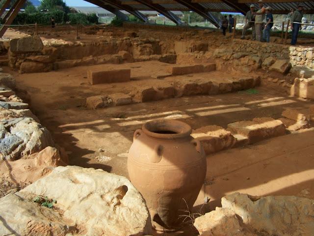 Malia Sarayı'nda hasadın depolandığı ambarlar