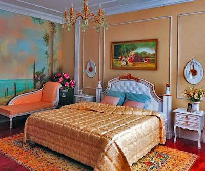 Фото спальная комната с мебелью из натурального дерева