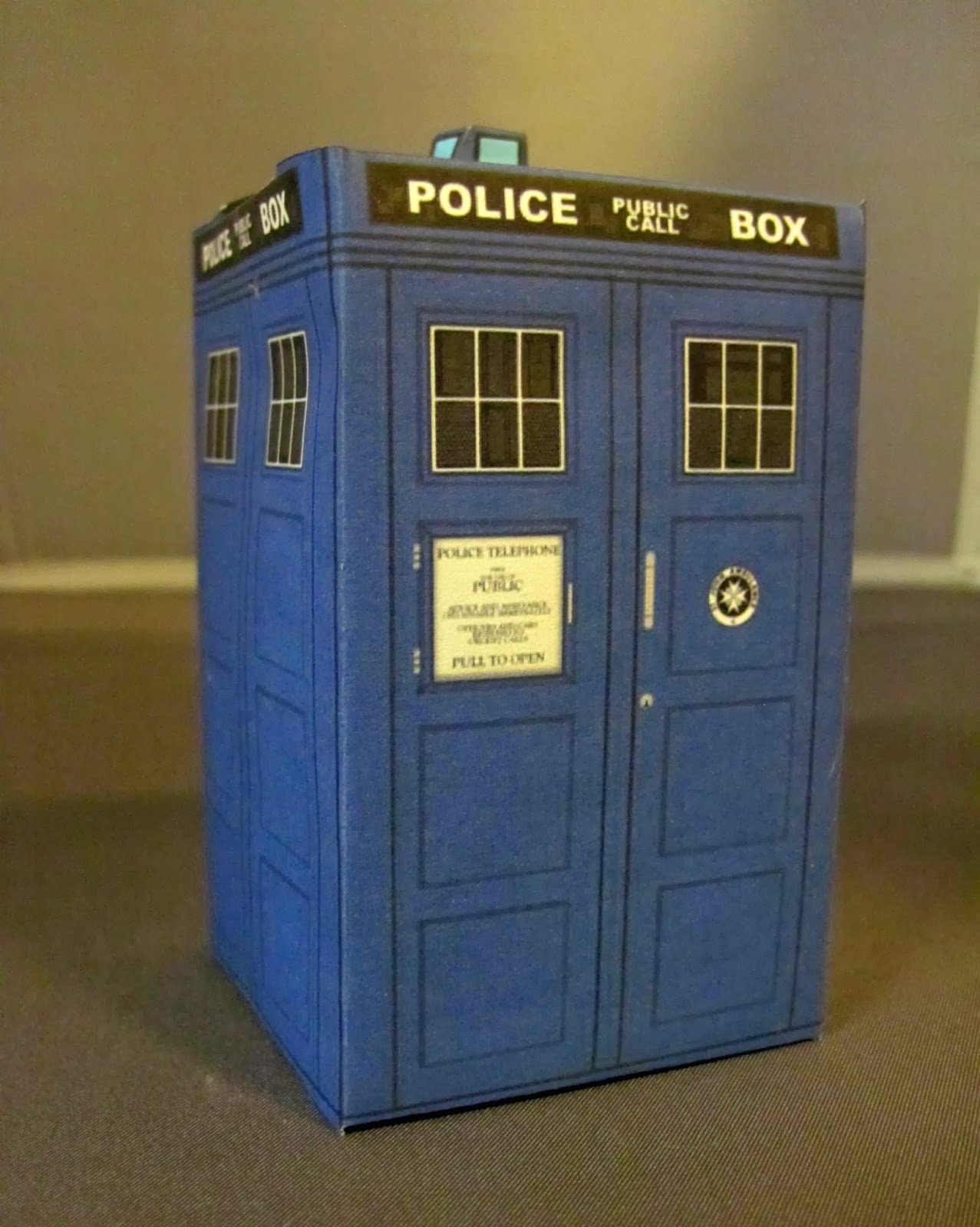 365 days of paper craft by lisa day 4 origami tardis