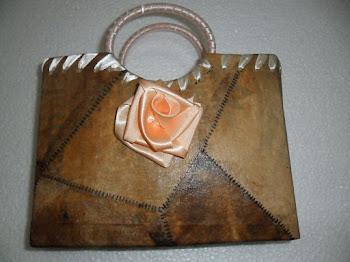 Bolsa feita de embalagem reciclável