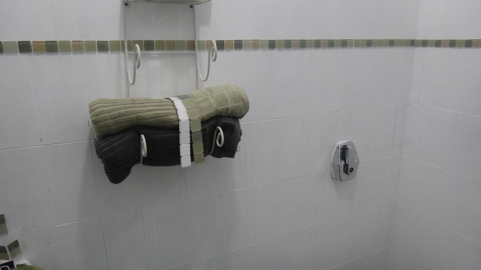 se esta casa fosse minha!?: Era uma vez um banheiro verde  #585344 1600x900 Banheiro Azulejo Ou Tinta